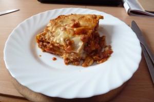 Domácí těstoviny: hotová porce na talířu